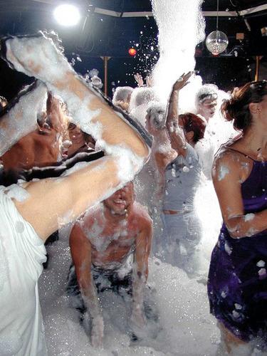 festa da espuma - banho de espuma - locação de maquinas