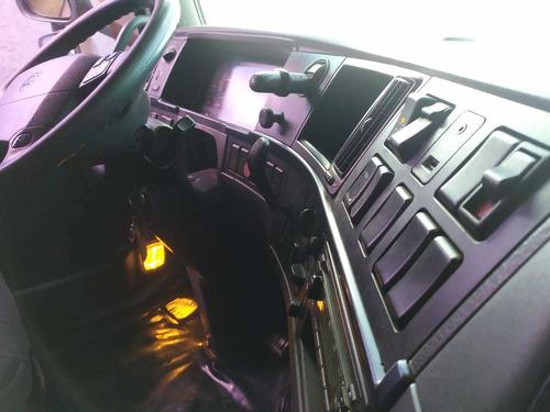 fh 420 edição especial trucado 6x2 teto alto com ar.
