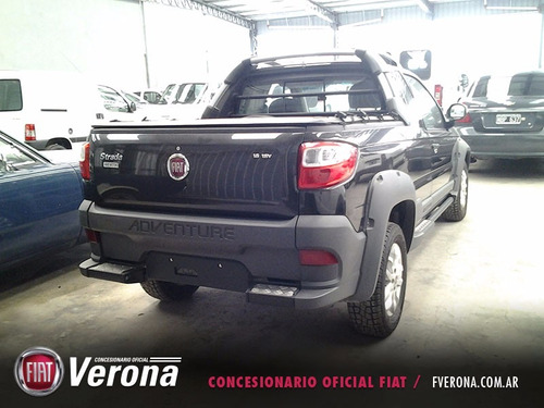 fiat strada adventure 1.4 8v cab/doble 2017 negro 3 puertas