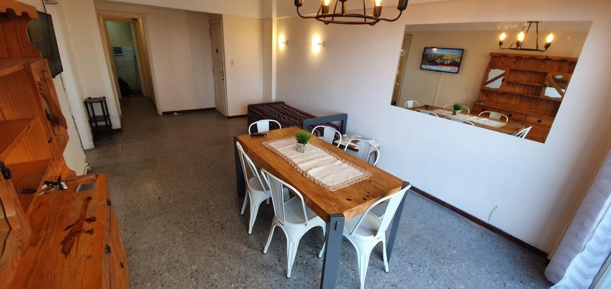 ficha 137 alquiler mar del plata: departamento de tres ambientes con dependencia. vista panorámica a plaza colon y mar. ( 137 )