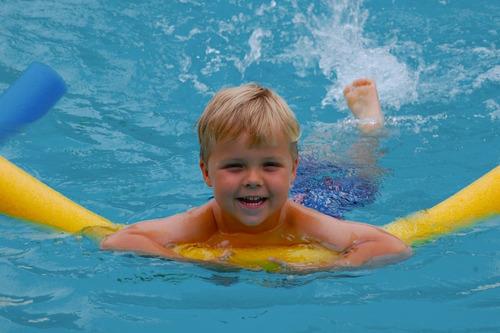 fideo flotador playero piscina pool noodle de goma ecology