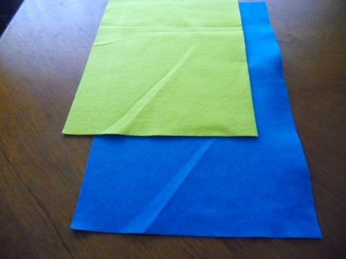 fieltro azul y amarillo  se vende los dos miden  45x25 cms.
