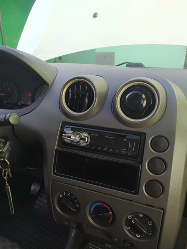 fiesta 2005 completo ar condicionado e direção hidraulica
