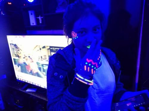 fiesta neon 15 años dj equipo sonido luces barman decoracion