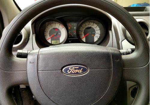 fiesta sedan ford