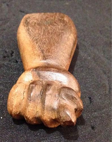 figa madeira antiga 7,5x3,5cm
