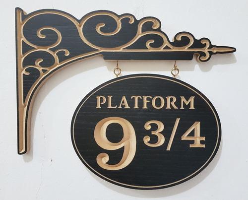figura 3d entalhada em madeira - plataforma 9 3/4