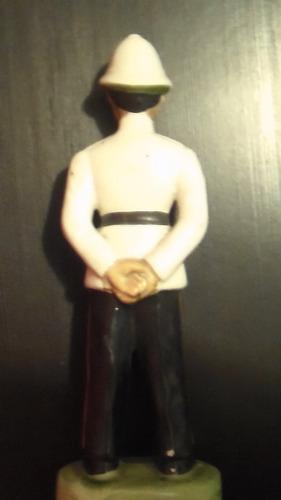 figura antigua de porcelana de policía de nassau
