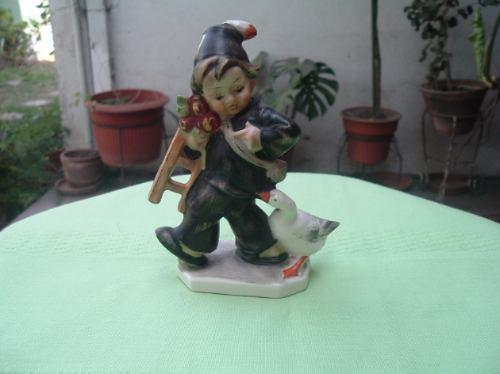 figura bavaria alemana niño con ganso