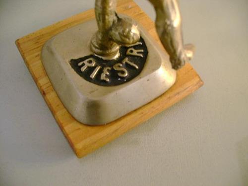 figura bronce adorno