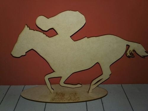 figura centro de mesa caballo de carrera en fibrofacil