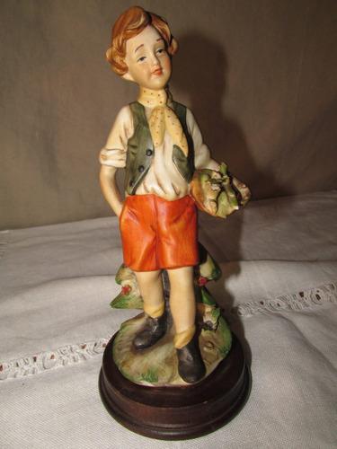figura de biscuit, joven con cesta de flores