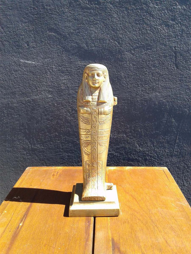 figura de bronce sarcofago egipcio