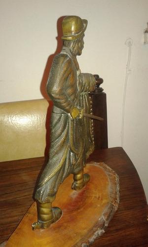 figura de gaucho en bronce