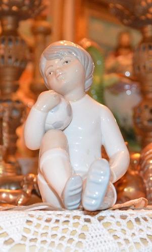 figura de joven futbolista porcelana española puccy.