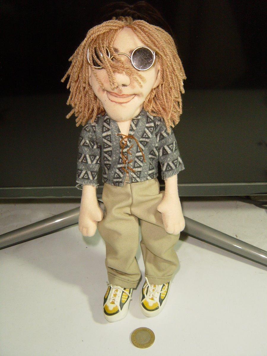 357f56fccc figura de trapo de personaje rockero con lentes oscuros. Cargando zoom.