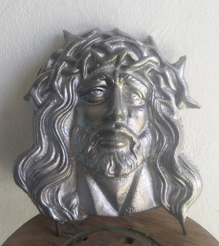 figura decorativa rostro de cristo en aluminio