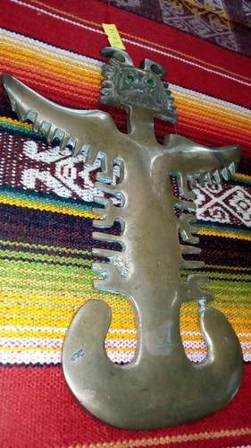 figura en bronce precolombina