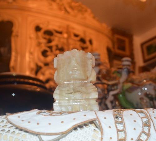 figura en piedra de jade