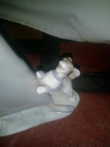 figura en porcelana lladró chica con ganso y perro #4866
