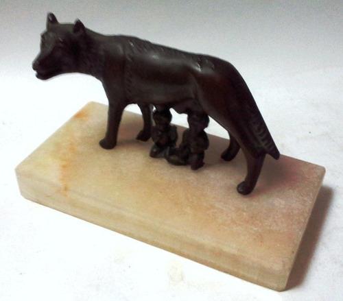 figura metal loba con rómulo y remo base mármol