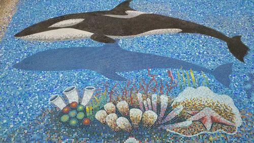 figura mosaico orca con bebe de 1.50 mts. para alberca