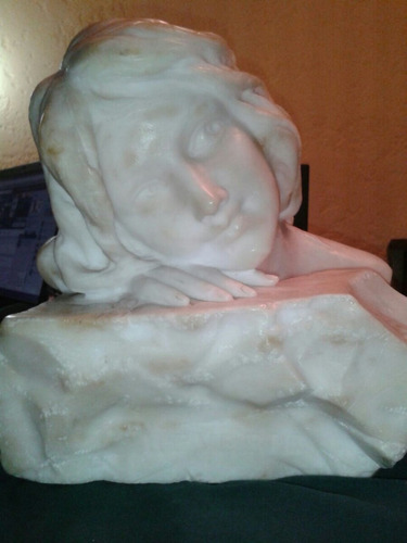 figura mujer en marmolina sellada