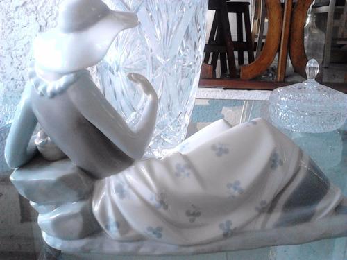 figura mujer  porcelana de lladro