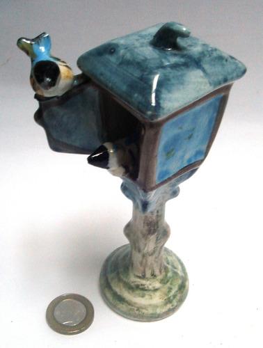 figura porcelana dos pajaritos pequeños en farol azul