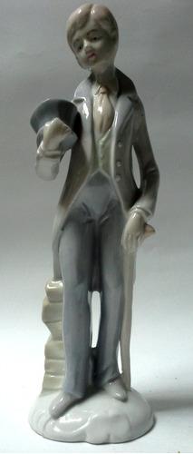 figura porcelana española dandy con sombrero y bastòn