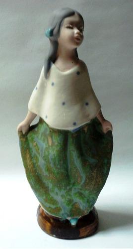 figura porcelana española niña 2 coletas falda verde