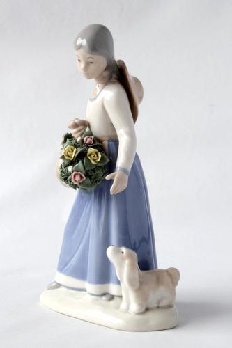 figura porcelana lladró español mujer con flores y perro