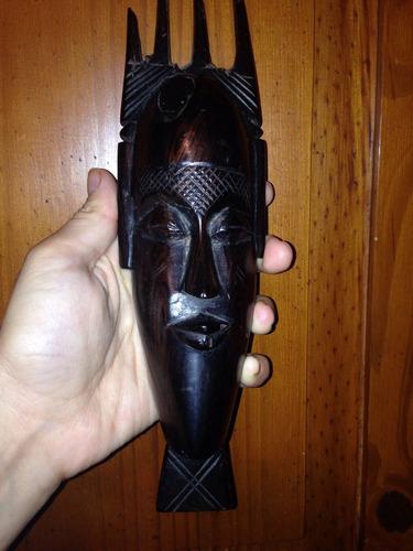 figura tallada en madera ébano