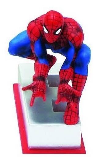 Figuras De La Resina De Marvel  Spiderman En La Base De La L