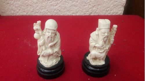 figuras de resina china son 2