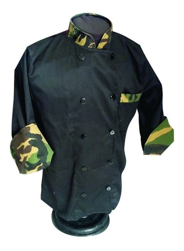 filipina negra chef con vistos camuflaje militar
