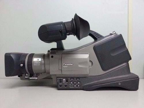 Panasonic AG-DVC7 Mini DV Camcorder