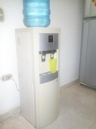 filtro de agua con enfriador