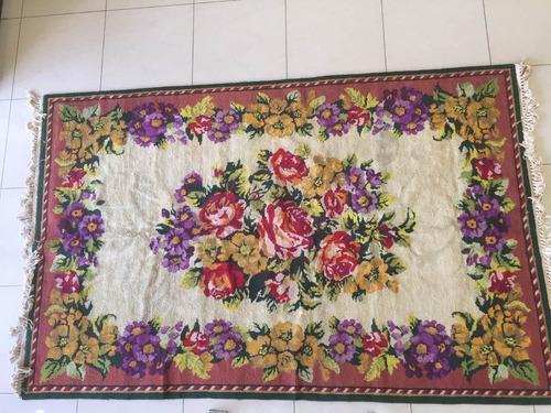 fina alfombra de lana tejida a mano hecha en persia.