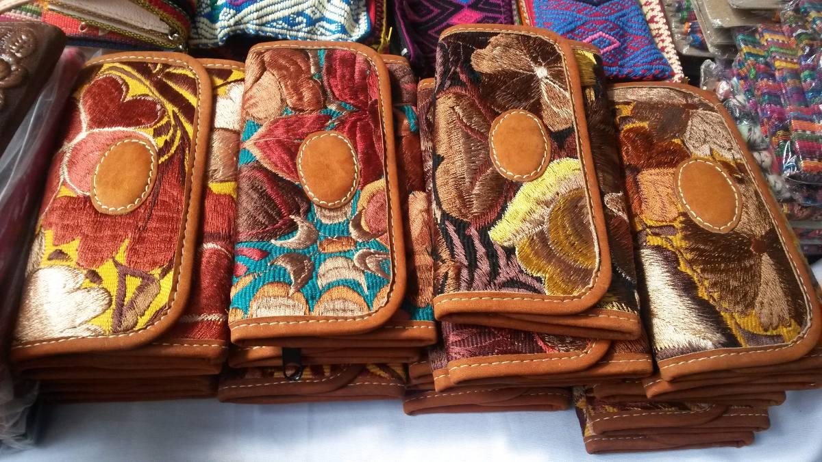 a2ba0776e Finas Carteras Artesanales Bordadas En Chiapas - $ 330.00 en Mercado Libre