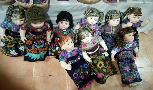 finas muñecas/típicas/artesanales con trajes regionales
