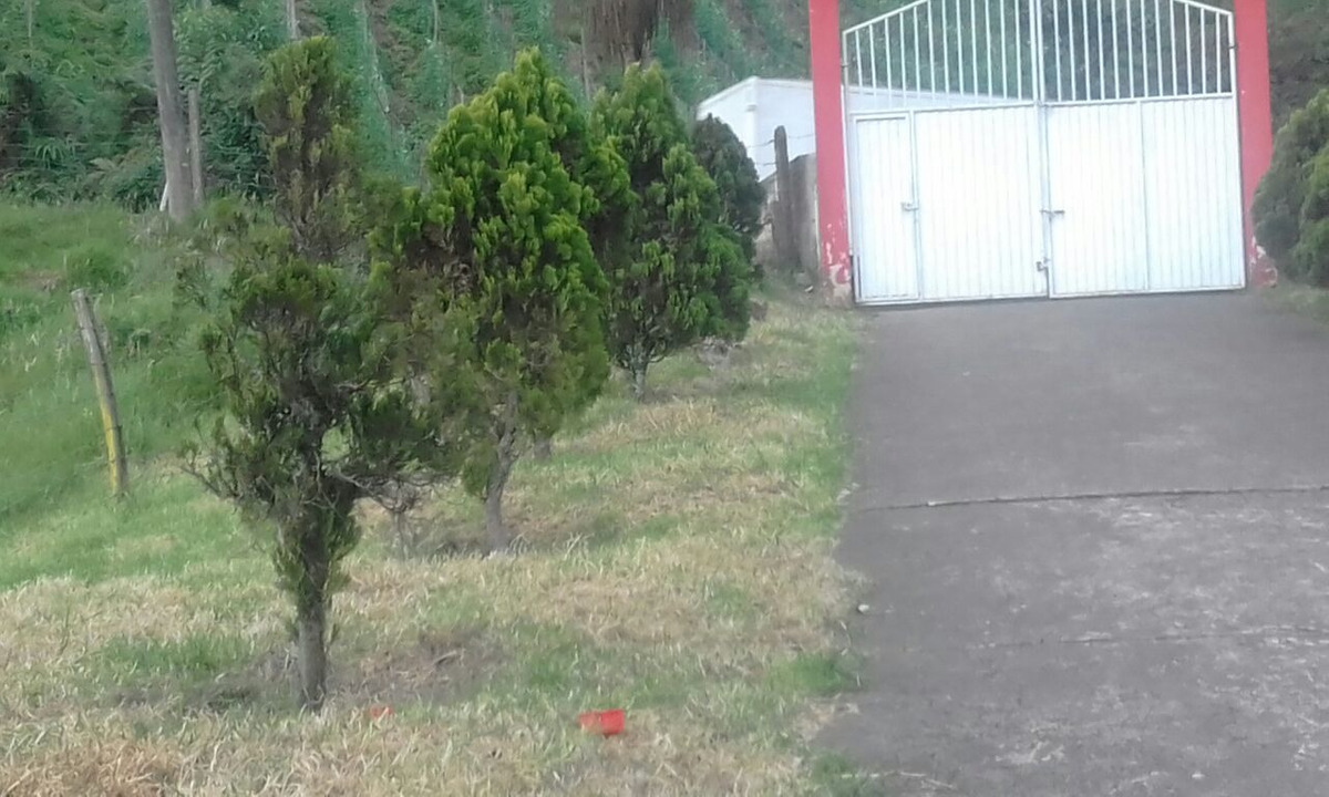 finca con casa en vía principal entre  fusagasuga y sibaté