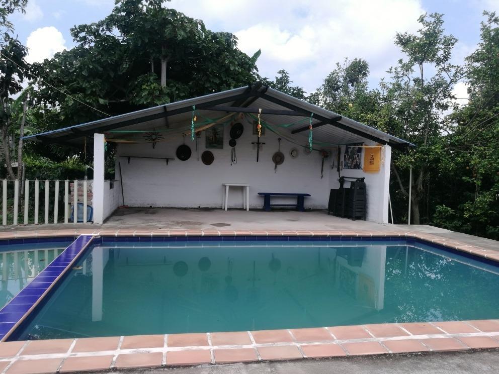 finca con piscina