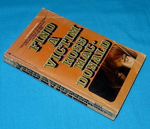 find a victim ross mac donald bantam book novela inglés