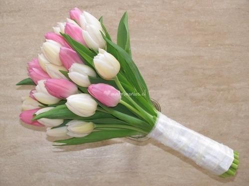 fino arreglo de delicados tulipanes para conquistar