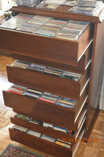 Fino mueble para guardar cds puerta vidrio - Muebles para cd ...
