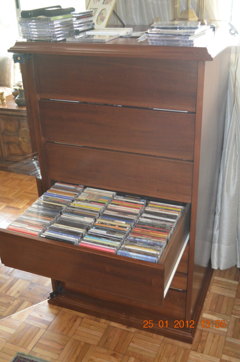 Fino mueble para guardar cds puerta vidrio - Mueble para cds ...