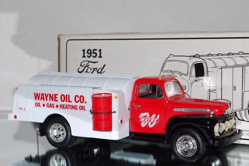 first gear camión tanquero wayne oil corporatio ford f6 1951