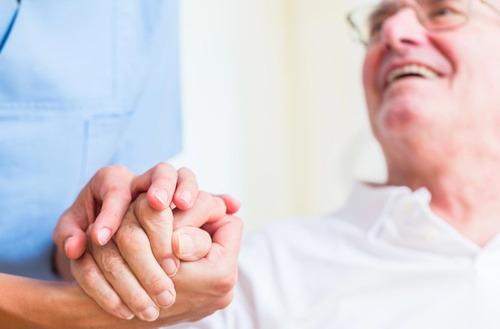 fisioterapia y cuidado de adultos mayores a domicilio