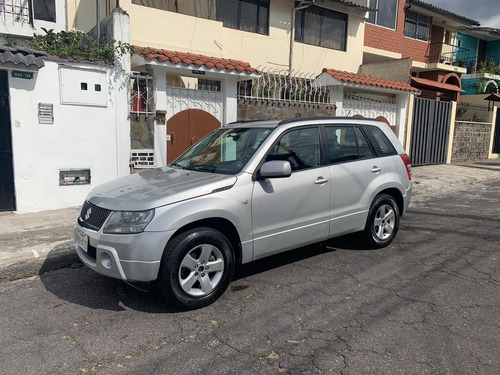 flamante suzuki grand vitara sz quito